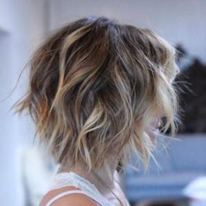 Coupe de cheveux carré wavy