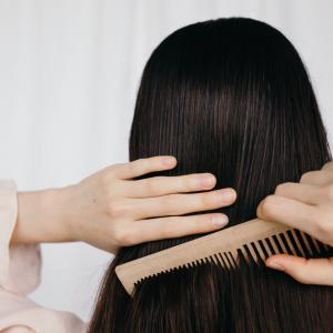Cheveux emmêlés voici la solution
