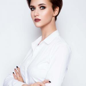 Femme glamour rebelle et moderne