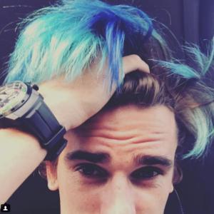 Couleur de cheveux bleu Antoine Griezmann