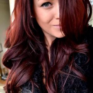 coiffure couleur burgundy rouge