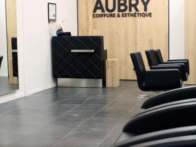 Coiffeur Academy des cheveux frisés voir le détail