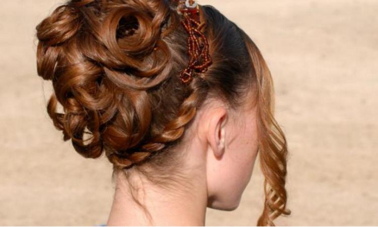 25 Modeles De Chignons A Porter Pour Un Mariage Ou Une Soiree Glamour