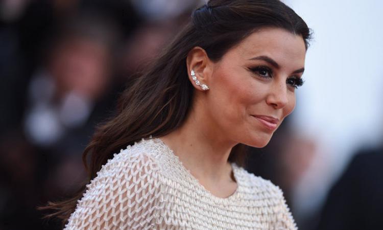 Eva longoria au festival de cannes 2016  une coiffure simple mais glamour  sur le tapis rouge