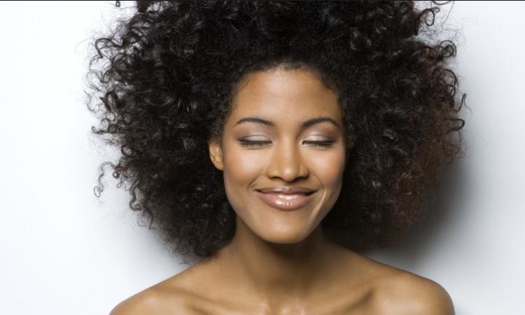 prendre soin des cheveux frises et crepus