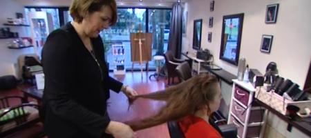 Salon de coiffure vient en aide aux femmes atteintes du cancer