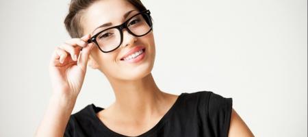 choisir ses lunettes en fonction de sa coupe de cheveux