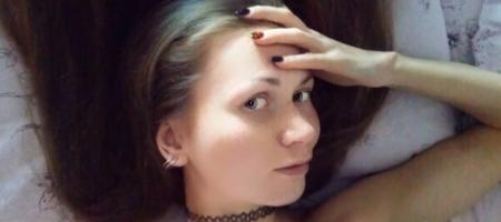 jeune fille russe avec les cheveux tres longs