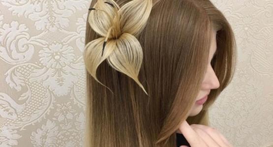 une fleur dans les cheveux