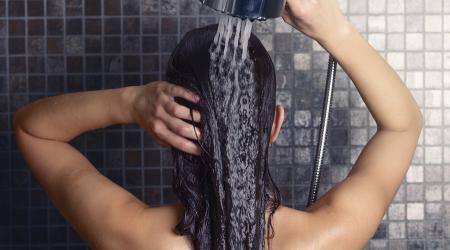 Quelle frequence pour se laver les cheveux