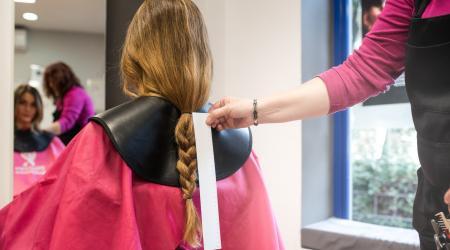 Don de cheveux chez le coiffeur