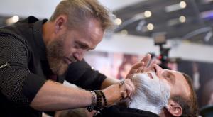 emmanuel macron salon de la coiffure paris