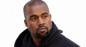 kanye west cheveux blonds