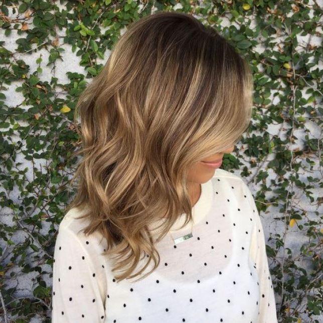 La coupe de cheveux mi-longs : 22 photos illustrant le charme de cette coiffure