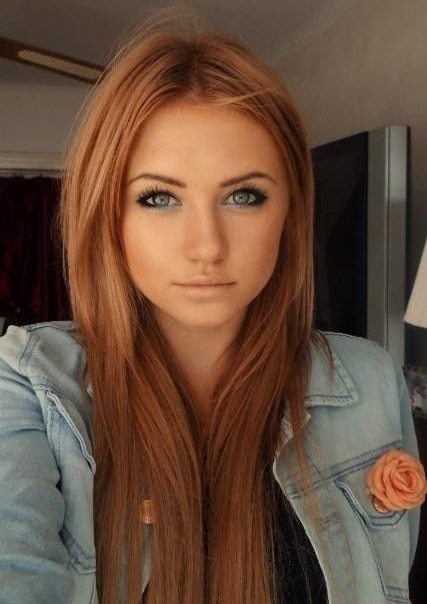 Couleur cheveux avec reflet rouge