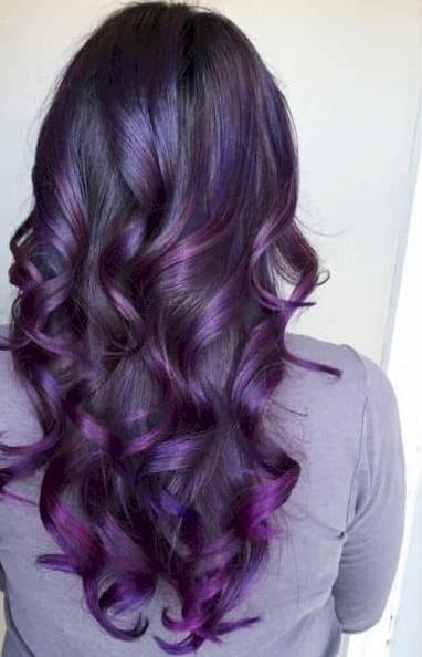 Coloration des cheveux gris en deux couleurs