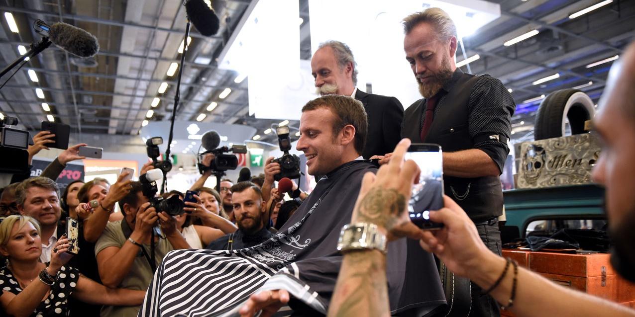 Macron fait raser sa barbe au salon de la coiffure et repart avec une coupure actualit - Salon mondial de la coiffure ...